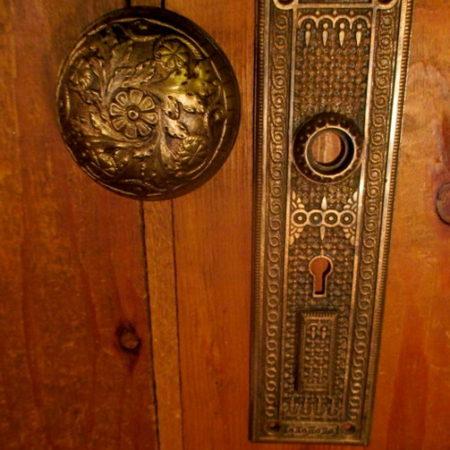 Bronze Knob & Door Plate